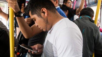 Samsung, Motorola y Apple son las marcas preferidas por los mexicanos, según la firma internacional Statcounter.(Foto: Cuartoscuro)