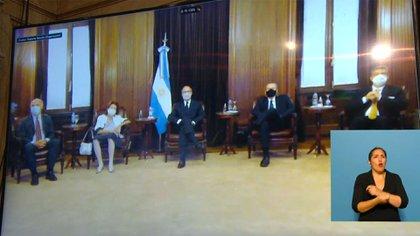 Los jueces de la Corte Suprema siguieron el discurso por videoconferencia