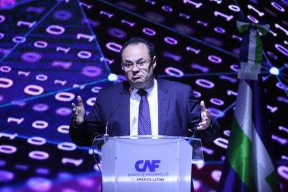 El Banco de Desarrollo Americano (CAF), que preside Luis Carranza Ugarte, destinó 600 millones de dólares para el gasto en la tarjeta Alimentar (Foto: EFE)