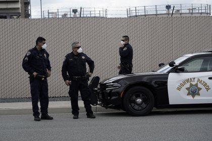 ICE ha confirmado 3,000 casos positivos de COVID-19 en los detenidos en sus instalaciones (Foto: REUTERS/Bing Guan)