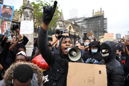 John Boyega les dijo a los miembros de su comunidad que los ama (Foto: AFP)