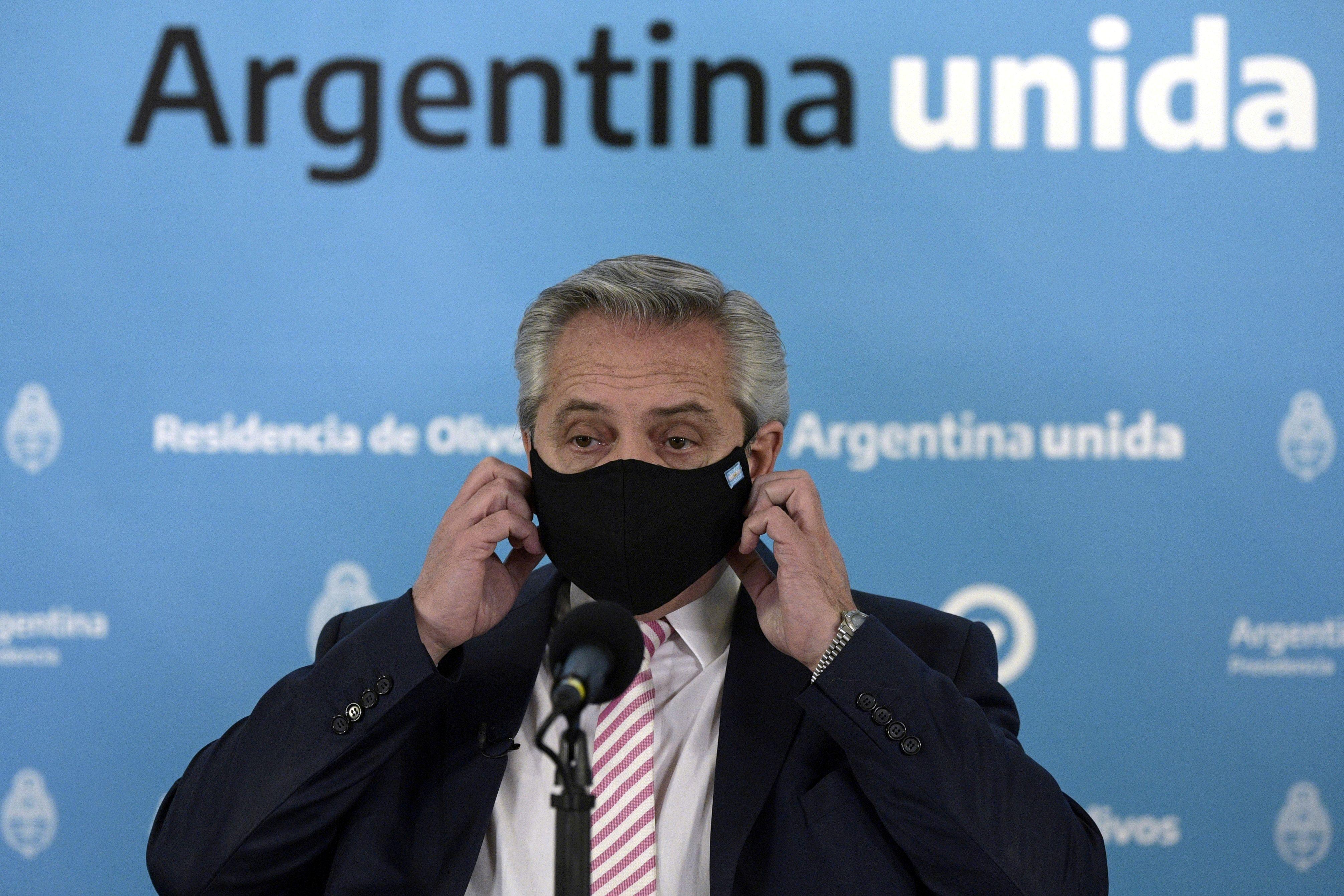 El presidente Alberto Fernandez se manifestó esperanzado en la pronta llegada de las vacunas al país - Juan Mabromata/Pool via REUTERS/File Photo