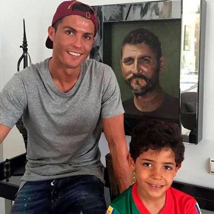 Cristiano Ronaldo tiene un cuadro de su padre en su mansión