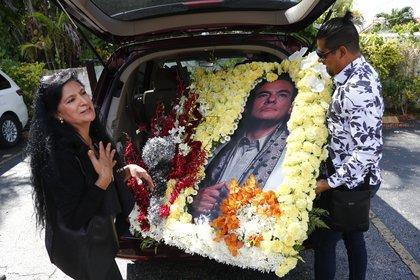 Seguidores de José José en el funeral de Miami (Foto: AP)