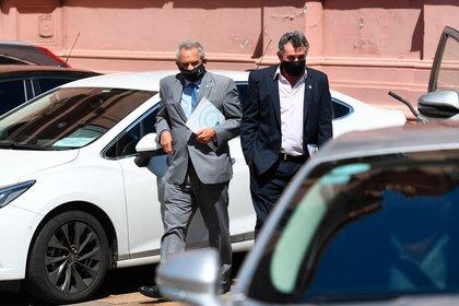 Carlos Yanizuto y Carlos Priceone, semanas atrás cuando llegaron a la sede de gobierno para reunirse con Alberto Fernández y otros integrantes de la mesa de llamadas (Maximiliano Luna)
