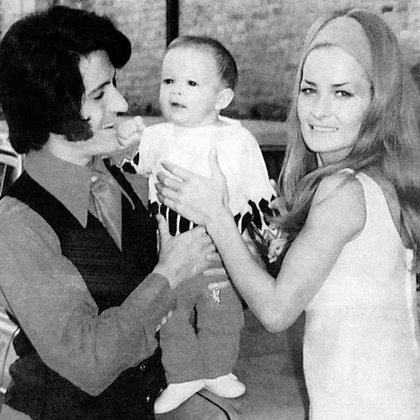 Luisito Rey y Marcela Basteri, con uno de sus hijos
