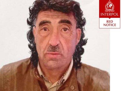 José Dagoberto Díaz Águila con pelo largo y bigote