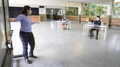El gobierno sólo habilitó la vuelta a la presencialidad de los alumnos de quinto año del secundario, del sexto año de las escuelas técnicas, del séptimo grado de las escuelas primarias y de aquellos que tuvieron problemas de conectividad (Fernando Calzada)