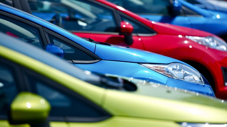 La carga tributaria también perjudica la compraventa de autos. (Getty Images)