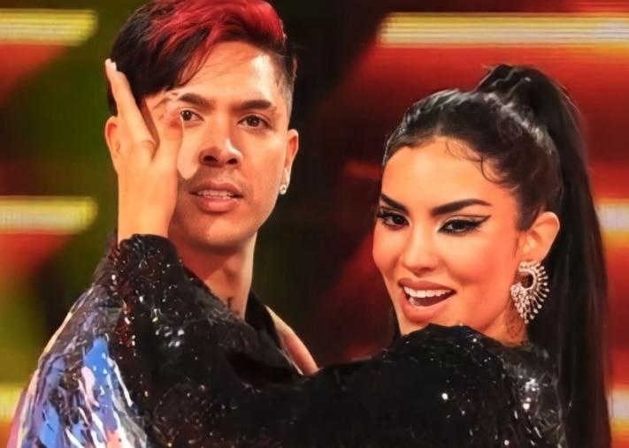 Kimberly Loaiza y Juan de Dios Pantoja debutaron en reality show de Telemundo Foto: Twitter/@bousnid