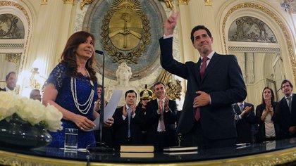Cristina Fernández y Wado de Pedro, en el Salón Blanco de la Casa Rosada