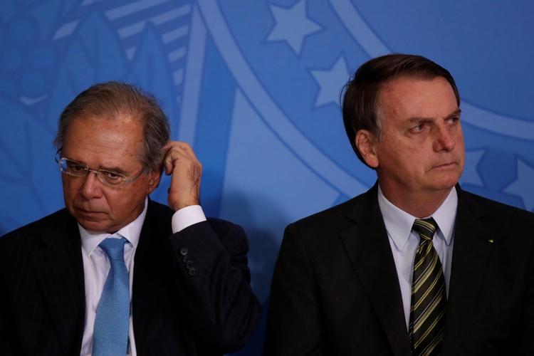 Paulo Guedes junto a Jair Bolsonaro (REUTERS/Ueslei Marcelino)