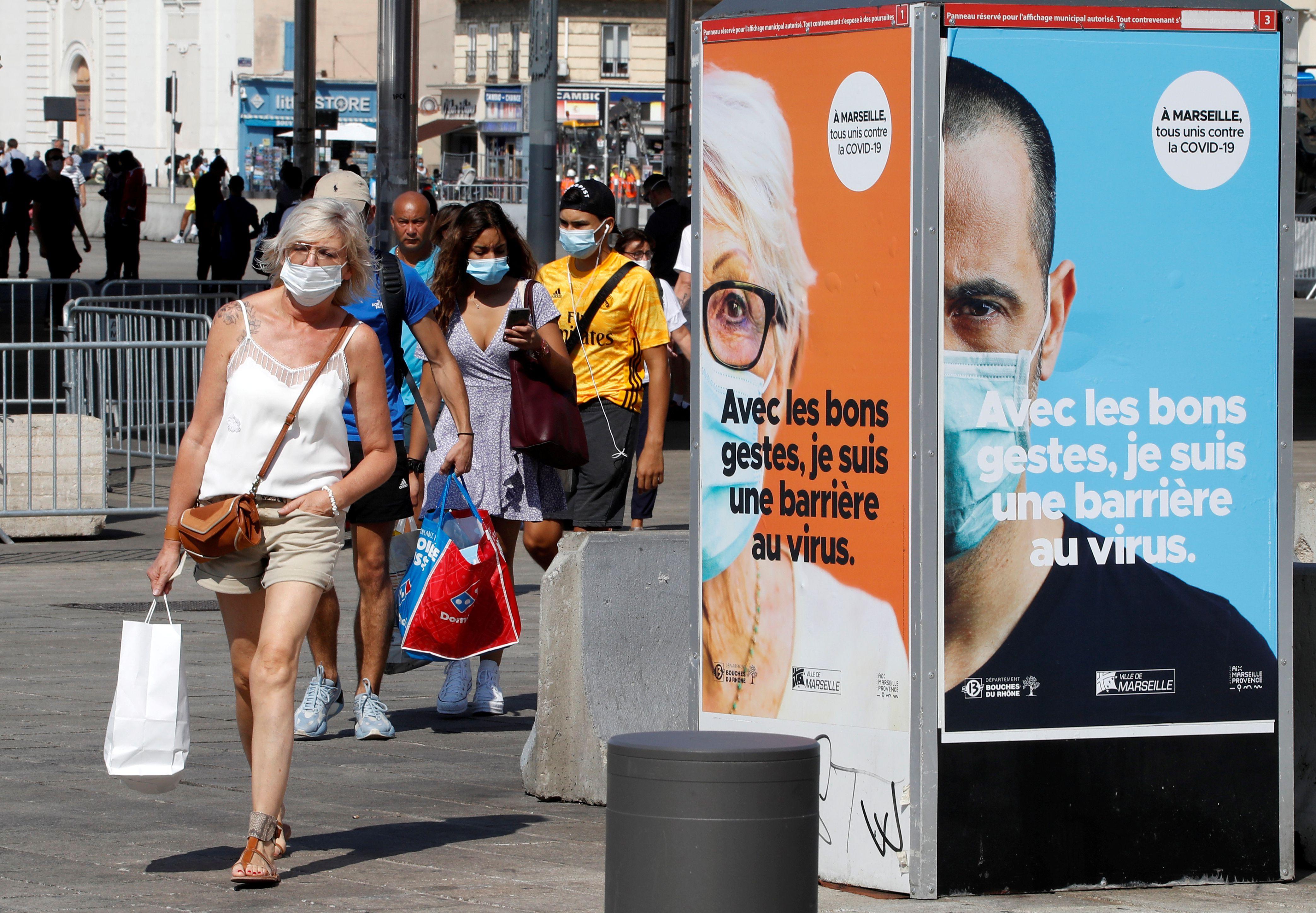 Varias ciudades de Francia, incluidas Marsella y París, se acercan al límite de sus sistemas sanitarios (Reuters)