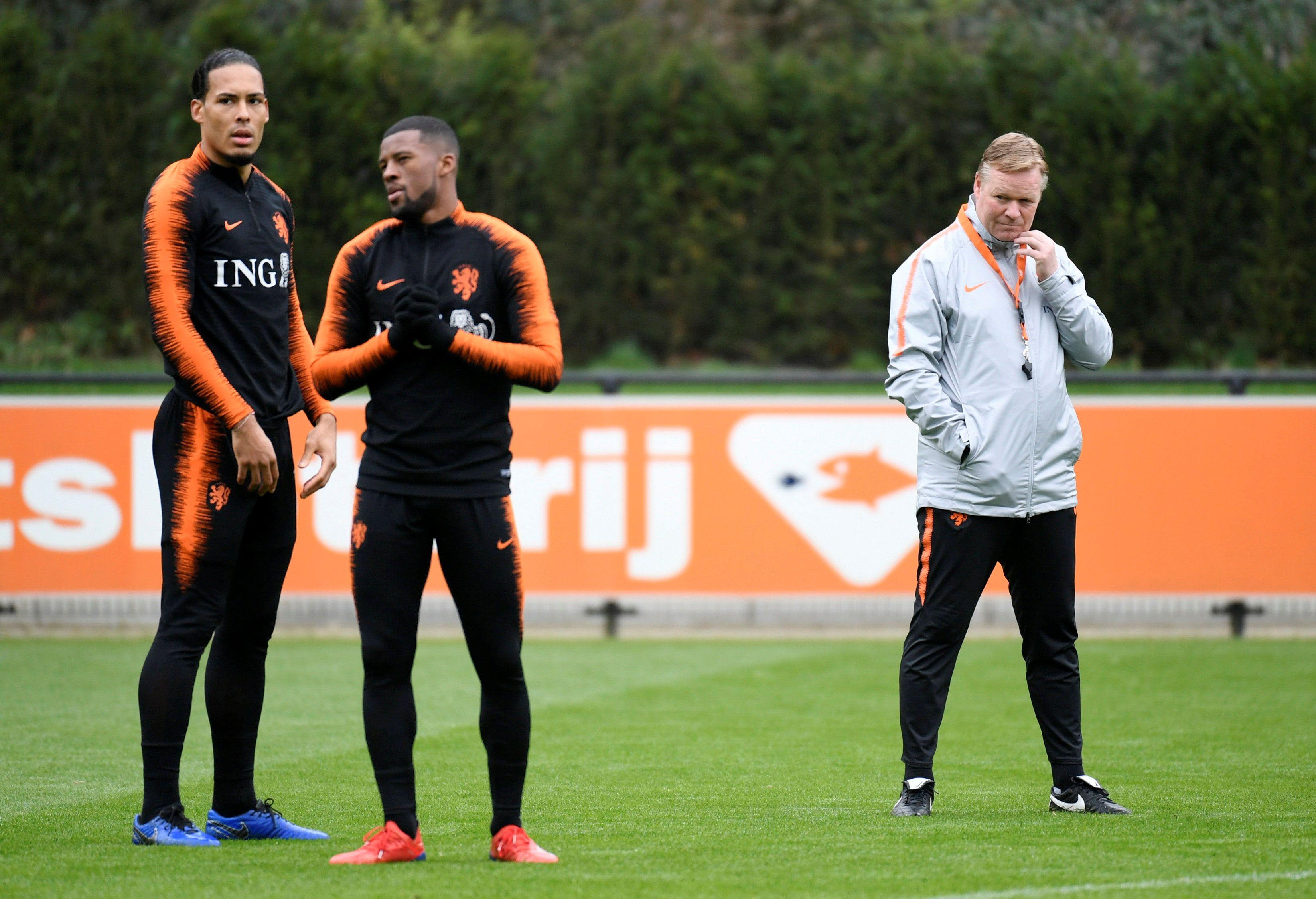 Wijnaldum ya fue dirigido por Ronald Koeman en la selección holandesa (Foto: REUTERS)