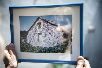 """""""Mi casa era modesta pero tenía parra, higuera, un establo con cabritos, como los de Heidi. Había un valle verde y arcoíris después de las tormentas"""". (Esteban Widnicky)"""