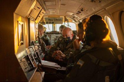 El Teniente de Corbeta Núñez, el Suboficial Suárez y la Cabo Principal Ramírez forman parte de uno de los equipos especializados de la Escuadrilla Aeronaval de Vigilancia Marítima