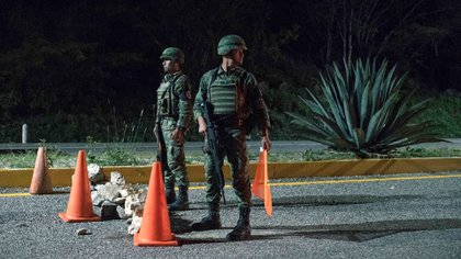 Soldados que están con la Guardia Nacional en un retén en el estado de Chiapas, el 22 de junio (Luis Antonio Rojas/The New York Times)