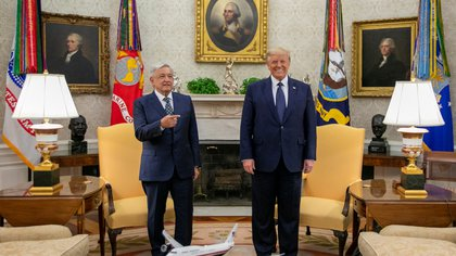 Mexico's President Andres Manuel Lopez Obrador and U.S. President Donald Trump pose for a photo during a meeting at the White House, in Washington, U.S. July 8, 2020. Mexico's Presidency/Handout via REUTERS ATTENTION EDITORS - THIS IMAGE HAS BEEN SUPPLIED BY A THIRD PARTY. NO RESALES. NO ARCHIVES