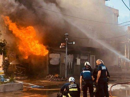 En el lugar del incendio actuaron dos dotaciones de bomberos. Crédito: Ministerio de seguridad CABA