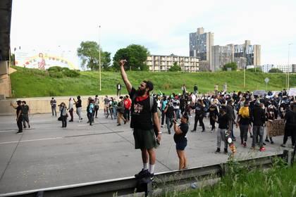Protesta pacífica en una autopista de Minneapolis, Minnesota (Reuters)