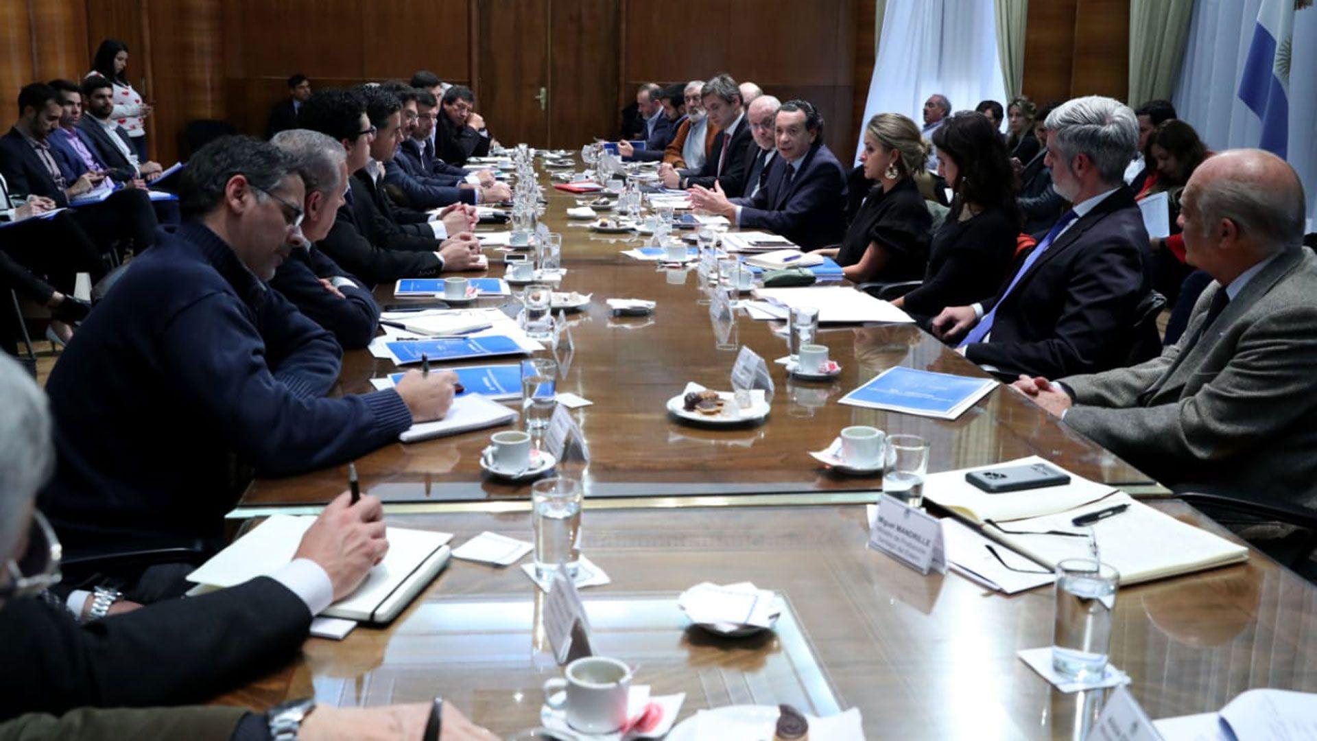 Los ministros de Economía provinciales, ante Dante Sica y Jorge Faurie