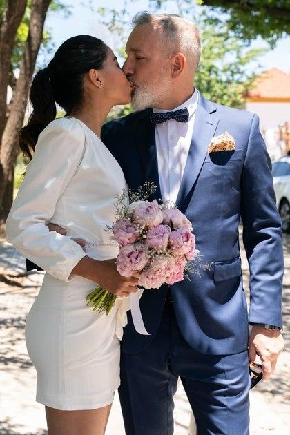 La pareja estuvo acompañada por pocas personas, debido al protocolo vigente para evitar contagios (Foto: Franco Fafasuli)