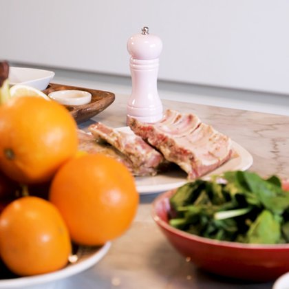 Lo mejor es consumir carnes magras sin mucha grasa. En caso de tenerla, retirarla antes de cocinarla