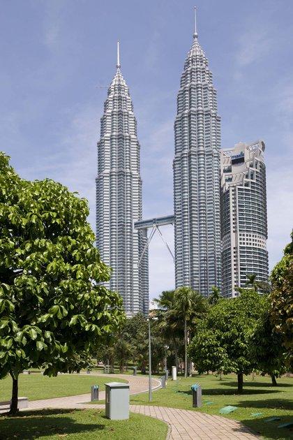 La Torres Petronas de Kuala Lumpur, una de las mayores obras de Pelli, inauguradas en 1999, fueron durante un tiempo los edificios más altos del mundo (Shutterstock)