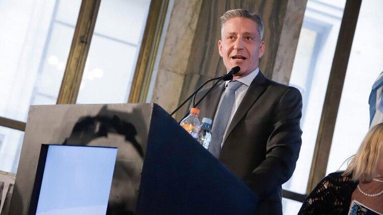El gobernador Mariano Arcioni evalúa los pasos a seguir para revertir la suspensión del intendente Pol Huisman.