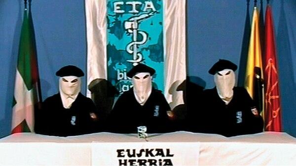 Encapuchados y con boinas vascas, la icónica imagen de los terroristas del ETA