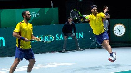 Imagen de archivo: Los colombianos Robert Farah (d) y Juan Sebastián Cabal disputando Roland Garros en 2019. EFE/Rodrigo Jiménez