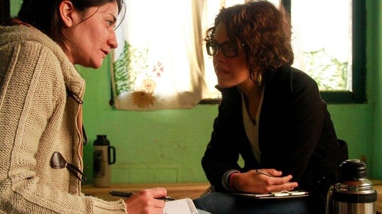 Magda Hernández, a la derecha de la imagen, realizó un documental en el que retrata el caso