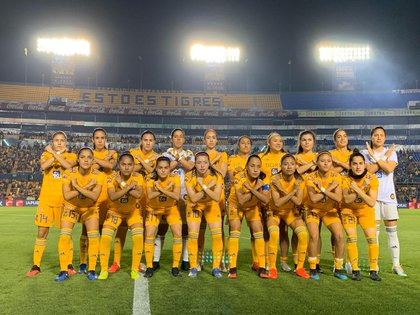 Tigres Femenil mostró su solidaridad con las mujeres que han sido victimas de violencia (Foto: Twitter @TigresFemenil)