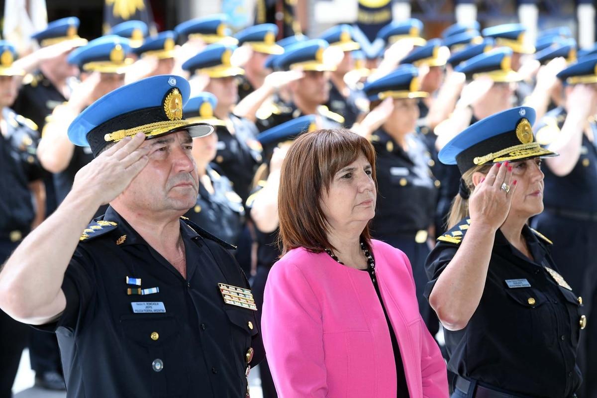 12a6da8d0 Las fuerzas federales tendrán mayor libertad para disparar sus armas en  casos de delitos graves y persecuciones - Infobae
