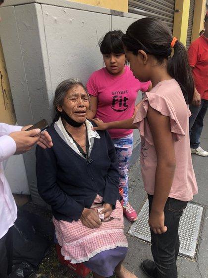 La mujer de la tercera edad tuvo una crisis emocional (Foto: Twitter/rosariomelusina)