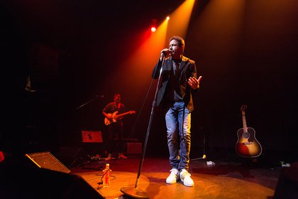 En 2016 debutó como músico