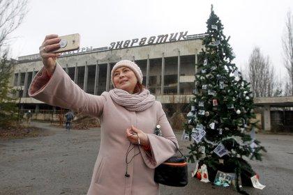 Una turista en Pripyat (EFE)