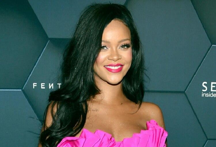 Un fan envió a Rihanna la fotografía de una niña que se le parecía. Cuando la cantante vio la imagen casi se le cae el teléfono de las manos (Foto: AP)