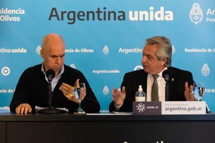 Pese al acuerdo por la mayoría de las medidas, Fernández y Larreta siguen en disputa por las clases (Foto: Franco Fafasuli)