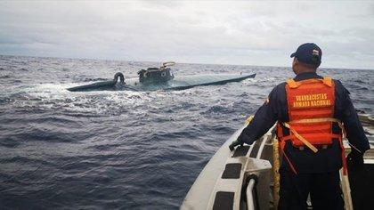 Los narcosubmarinos son muchas veces imperceptibles por las autoridades al navegar a baja profundidad y sin estar completamente en la superficie (Foto: Twitter@zonacero)