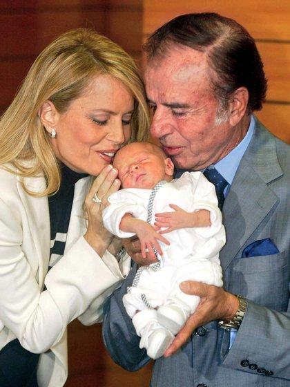 Máximo Saúl fue bautizado en Chile. En aquella oportunidad, Carlos Memen había manifestado que su hijo sería un gran político de Argentina o de Chile. La relación entre ambos luego sería distante y con conflictos familiares de por medio