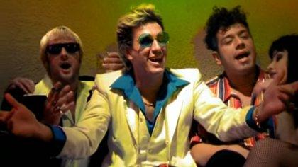 """Una imagen del videoclip de """"Los Piratas"""""""