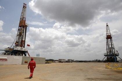 Venezuela registró la producción de petróleo más baja en casi 80 años (REUTERS/Carlos Garcia Rawlins)