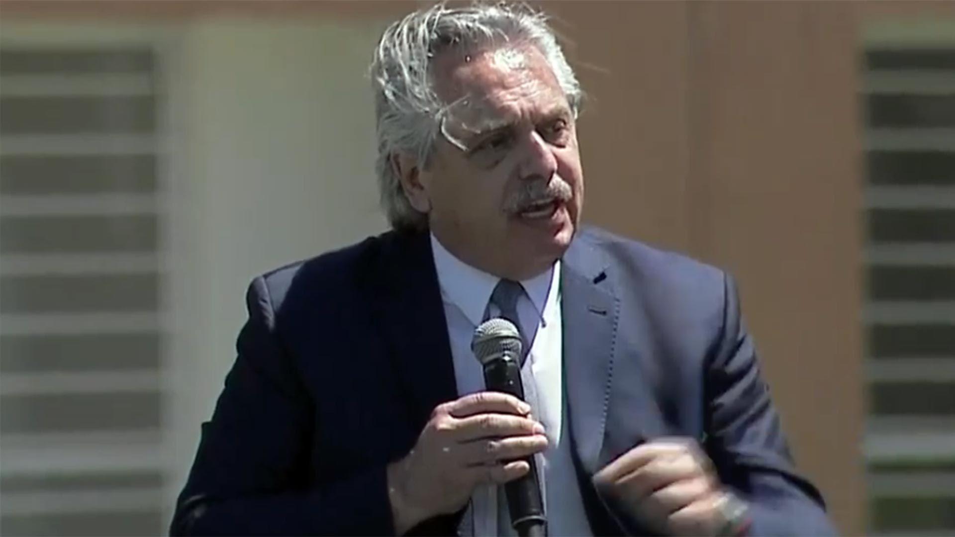 Alberto Fernández encabeza la entrega de viviendas para familias en Ezeiza