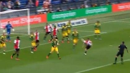gol de Senesi para el Feyernood de Holanda