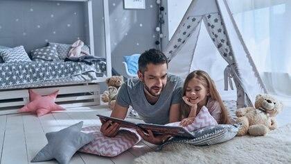 Dedicar un tiempo de disponibilidad total a los hijos es demostrarles que son prioridad (iStock)