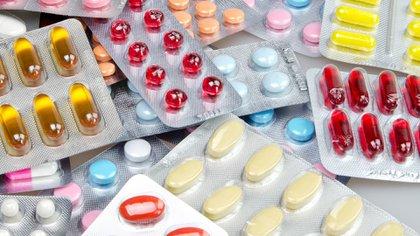 Un antibiótico debiera recetarse tras la realización de un antibiograma que indique qué bacteria está presente en ese cuadro (Getty Images)