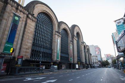 Una postal de Buenos Aires vacía (foto Walter Carrera)