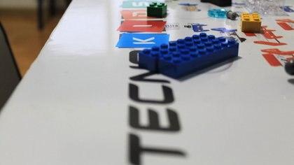 La empresa argentina brinda cursos de Arduino y programación, entre otros temas