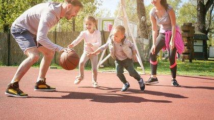 La única forma de disminuir los factores de riesgo cardiovascular es lograr que los chicos lleguen a la vida adulta con buenos hábitos arraigados (Getty)